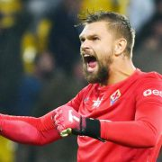 Fiorentina, Dragowski risponde ai tifosi: «Ecco perché il 69. Tagliare la barba? No, voglio diventare vichingo»