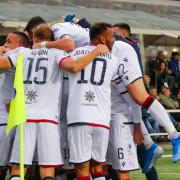 Cagliari, tre giocatori positivi al Covid: ritiro rinviato