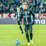 Sfogo di Neymar su Twitter: «Dio prepara il giusto con linee storte»