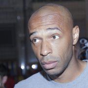 Il messaggio contro il razzismo di Henry: in ginocchio per 8 minuti e 46 secondi – VIDEO